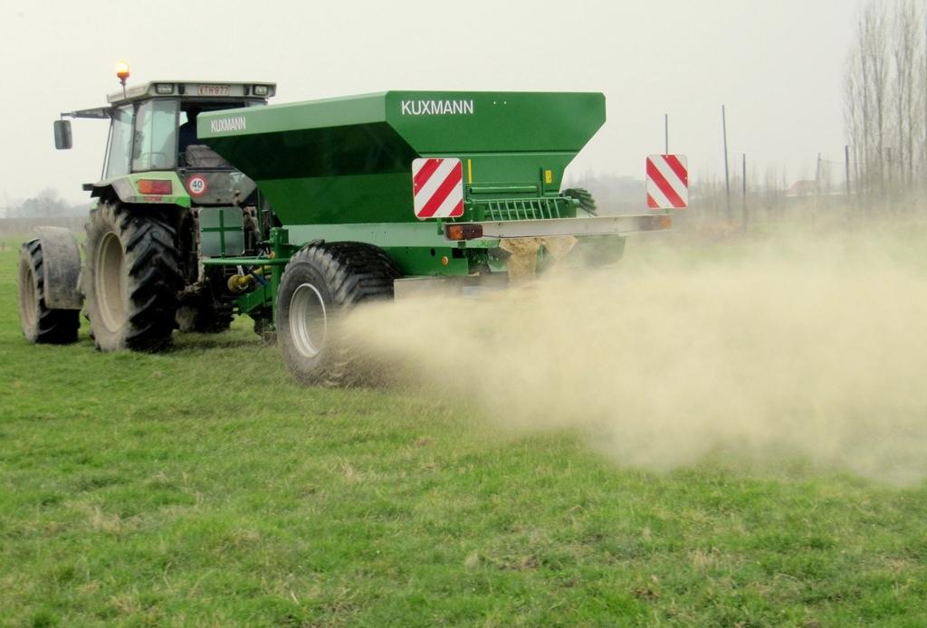Kuxmann Kurier Large Area Fertilizer spreader 001