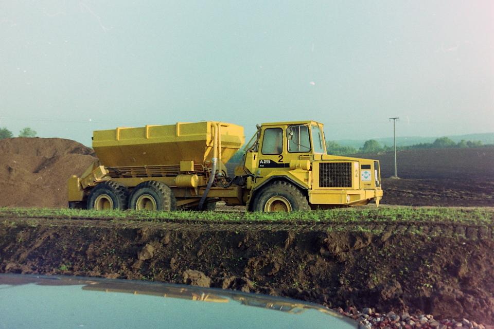 bms-binding-agent-spreader-truck-mounted-bindemittelstreuer-aufbau-lkw-aufbau-adt-1