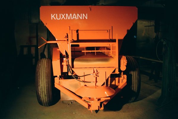 Kuxmann-winter-service-spreader